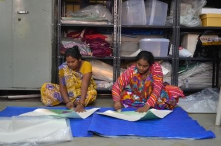 Production of the Paper Vase Cover by Pardeshi women