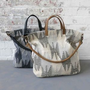 Shopper bag chunky cotton and leather handles. Available in grey and cream